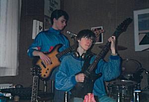 Johannes Danielsen og Emil Hermansen vóru fyrstu bass- og gittarleikarar í MC-Hár