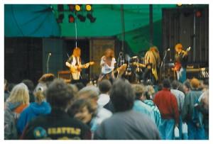 MC-Hár á síni fyrstu ólavsøkukonsert í 1992. f.v.: Mark Jiminez, Niels Uni Dam, Fríði Øster, Tróndur Bogason, Gunnar Restorff. (Allan er uttanfyri myndina)